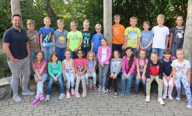 Klasse 4a mit ihrem Klassenlehrer Herrn Klotzsche