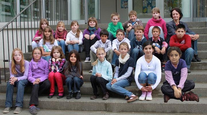 Klasse 4d mit ihrer Klassenlehrerin Frau Wäsche