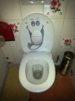 auch von innen - wenn der WC Deckel nicht hinunter geklappt wird....:-(
