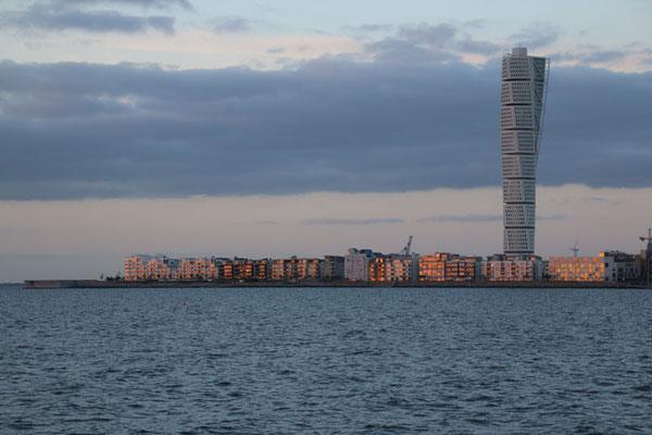 Turning Torso von Malmö. Unser Stellplatz liegt direkt am Meer!