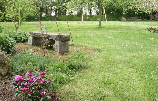 banc de pierre et portique