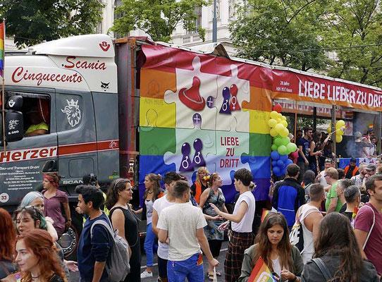 Regenbogenparade 2017 - Aids Hilfe Haus Wien - Grafikstudio Raster und Punkt - Grafikdesign -Johannes Loibenböck