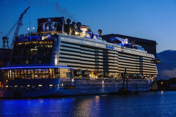 Imposant: Die Schiffsüberführungen bei Nacht...