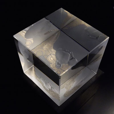 'introvert 2' engraved gilded optical crystal cube. pink silver leaf 10cms