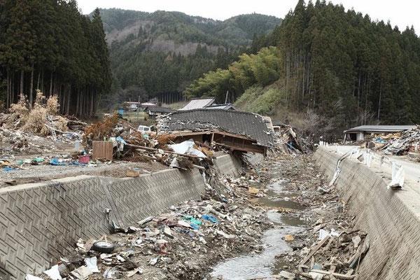 田中さんの写真の1枚。発災直後の2011年GW、陸前高田市上長部地区で撮影されたもの。