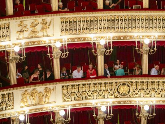ボックス席に収容できるのは1人になる可能性があるオペラ劇場