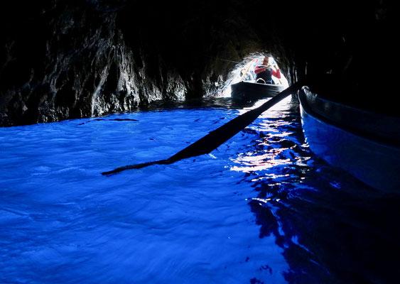 島にとっては非常に大きな観光収入源であるカプリ・青の洞窟