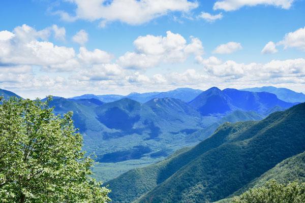 イタリア南部カンパニア州サレルノ南東部にある山々も石灰岩。前述したカステルチヴィタの鍾乳洞のある山に近接