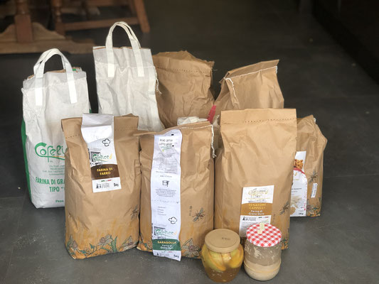 筆者も、小規模生産者に各種小麦粉を注文。全国から注文が殺到しているとのこと。