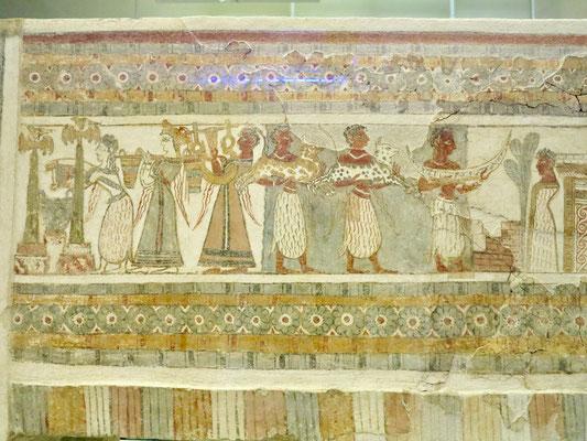 エジプトの壁画にも似たフレスコ画が描かれた石棺(イラクリオン古代博物館貯蔵物)