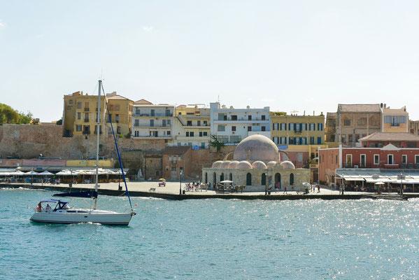 ハニアの町の港に保存されている、アラブ人支配時代に建設されたモスク