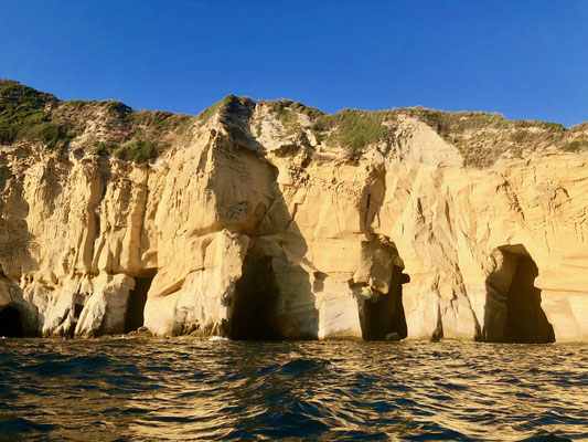 自然洞窟を生かしてローマ時代に漁業に利用されたナポリ湾西部海岸沿いの洞窟