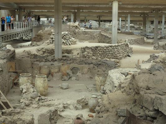 紀元前17世紀の海底火山爆発で崩壊した町、アクロティリ遺跡(サントリーニ島)