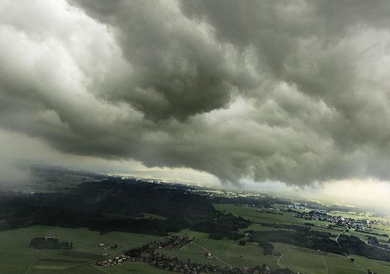 tiefe Wolken Holzkirchen