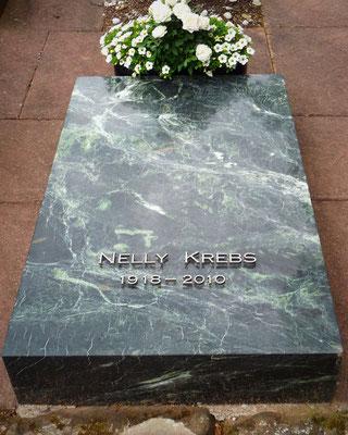 Urnengrabplatte in Tauerngrün poliert