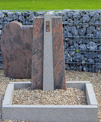 Musterurnengrab aus altem Grabstein