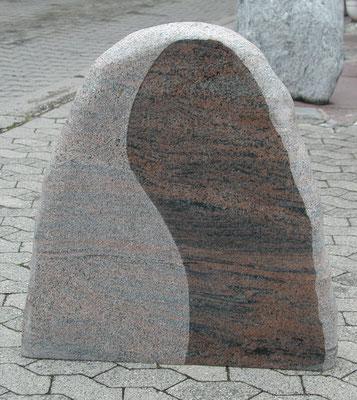 Grabstein in Granit Bararp, beflammt und gebürstet