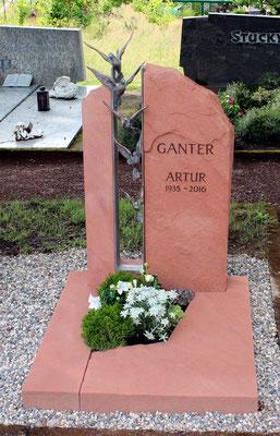 Urnengrab in Pfälzer Sandstein