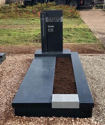 Stilvolle Grabanlage in Börsborn