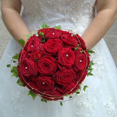 Eine Traumhochzeit mit roten Rosen