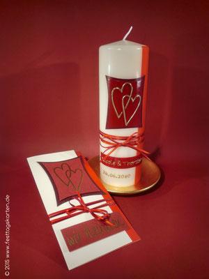 Einladungskarte mit Hochzeitskerze, Dekor Wachs, handgelegt. Satinbändchen