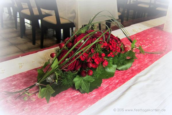 Tischgesteck Rosen Rot mit Gräsern