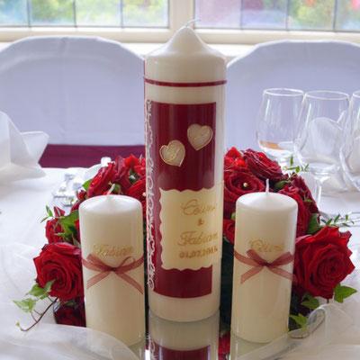 Eine Traumhochzeit mit roten Rosen, Hochzeitskerzen Ensemle, Traukerze
