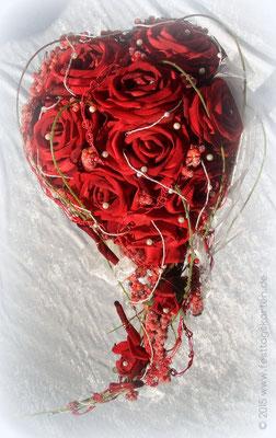 Brautstrauß Rosen Rot (Samt) spitz zulaufendes Herz