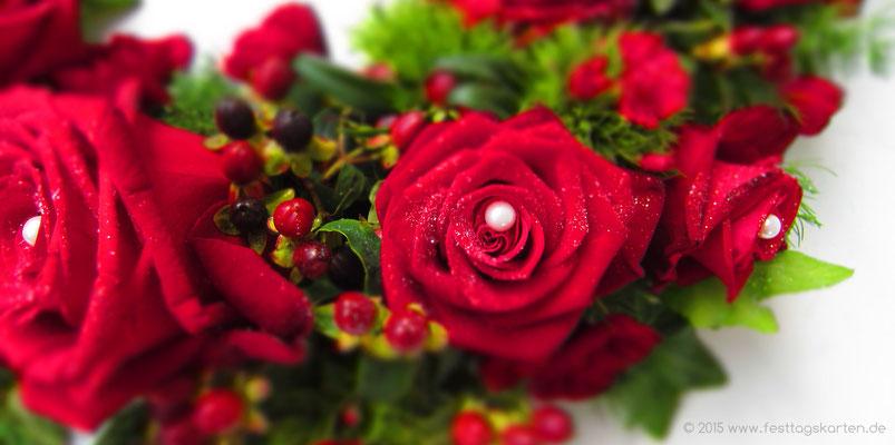 Traumhaft schöne rote Rosen als Blütenkranz gearbeitet.