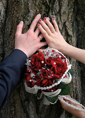 Brautstrauß Rosen Rot (Samt) Perlchen und Brautband