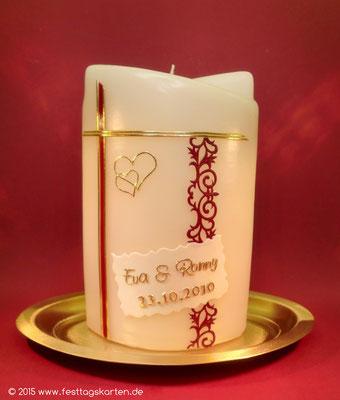 Hochzeitskerze mit Ornamentbordüre, Beschriftung und Dekor Wachs, handgelget