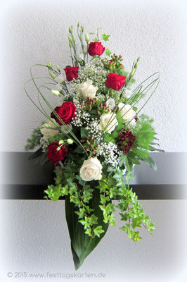 Altargesteck Rosen mit Efeu und Gräsern