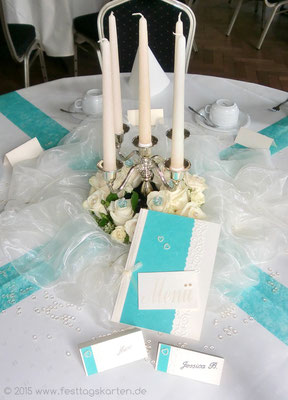 Menükarte, Tischkärtchen, 5-armiger Kerzenleuchter mit Rosenkranz. Kerzen beglimmert.