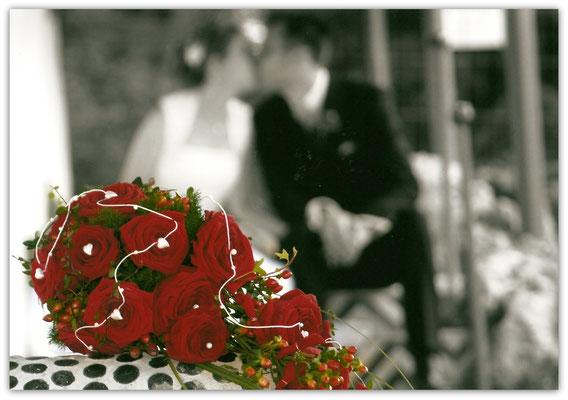 Brautstrauß Rote Rosen Tropfenform