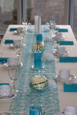 Tischdekoration in Türkis