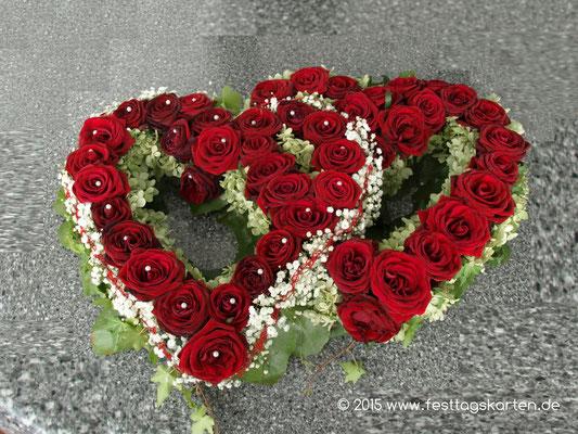 Fahrzeugschmuck Doppelherzen Rosen Rot, ein Herz mit Schleierkraut betont