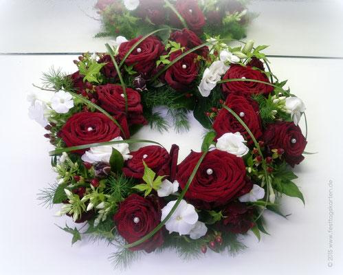 Tischkranz Rosen Rot mit Gräsern