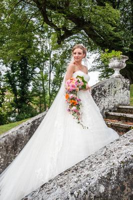 Ein Traum von Brautkleid! Eine besondere Braut - ein besonderer Brautstrauß als Armleger gearbeitet.