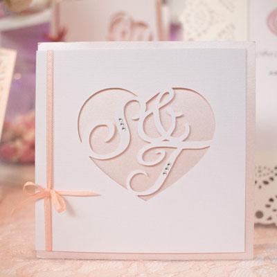 Monogrammschnitt Einladungskarte in rosa