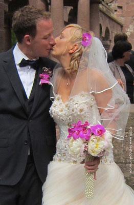 Der Hochzeitskuss!! Brautzepter mit Perlengriff, Orchideen und Pfingstrosen