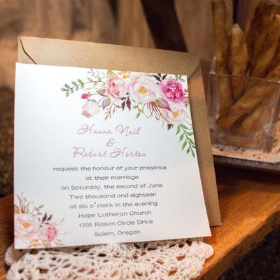 Grafisch gestalteter Einleger mit schönem floralem Print