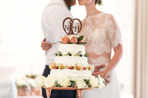 wunderschönes Monogrammschnitt Caketopper für die Hochzeitstorte