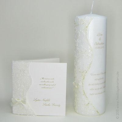 Hochzeitskerze zur kundeneigenen Einladungskarte, filigran gearbeitet in Wachs, Text gedruckt