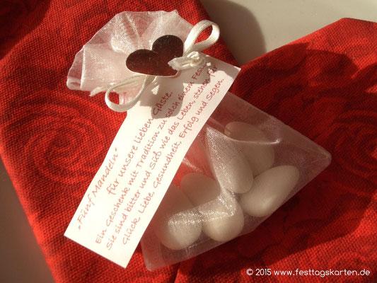 Hochzeitsmandeln im Organza Säckchen, mit Sprüchlein und Herzchen