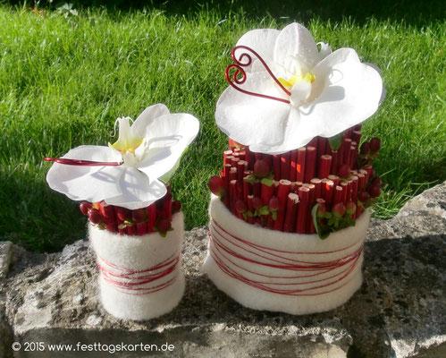 Kleine Tischgestecke mit je einer Orchidee