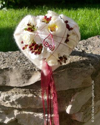 Der passende Wurfstrauß, eine Orchidee, Weiße Rosen, Wollfilz und Organzabänder