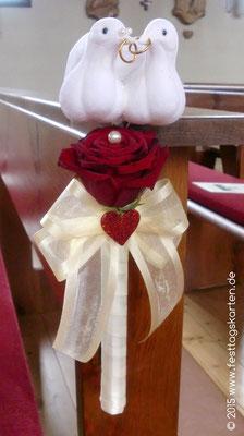 Bankdekoration Rose Rot mit Taubenpärchen, Schleife und Herzchen