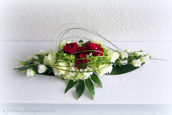 Tischgesteck, Rosen und Gräser