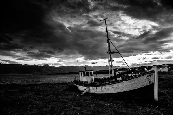 Breidalsvik Island - Altes Segelboot