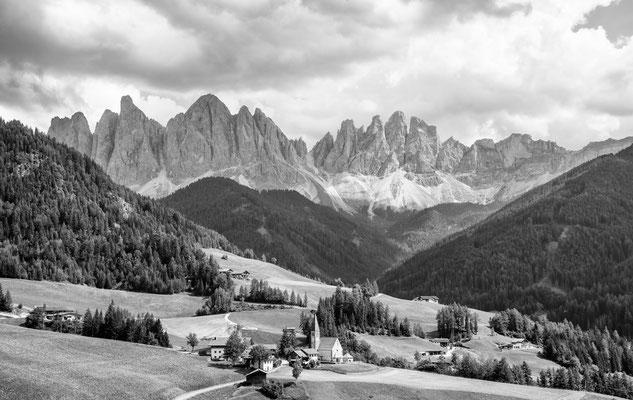 Villnöss mit Geislerspitzen Italy